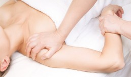 Lymphdrainage am Arm